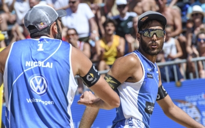 Italians edge closer to first Major Series medal