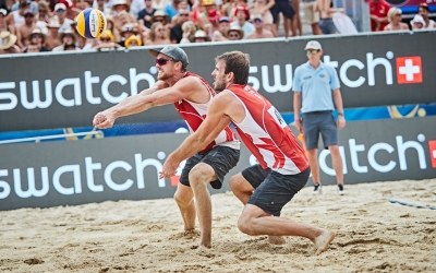 Sax on the Beach: Love and beach volleyball