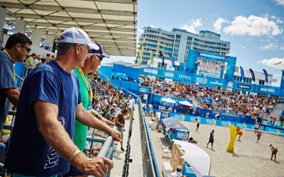 Beach volleyball legends check out newest tournament